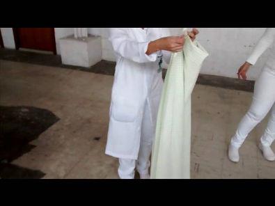 como dobrar lençol hospitalar