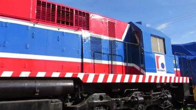 Locomotiva MX620 Ferroeste e 2 GE p/ Bolívia e vagões ex FCA