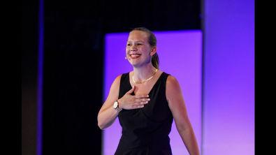 Como o Duolingo escalou para 90 cursos e 300 milhões de usuários | Laura Nestler
