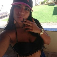 Iana  Santos