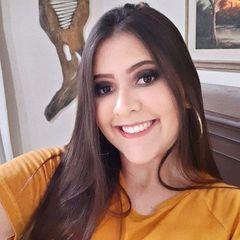 Laura Júlia